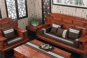 """""""Mẹo vặt"""" khi giặt thảm trải ghế gỗ tại nhà"""